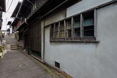 海塚路地 (m-louis) Tags: 6713mm j5 nikon1 alley house japan kaizuka osaka 大阪 家 日本 貝塚 路地