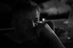 sinnierend (StellaMarisHH) Tags: europa deutschland harry mann portrait porträt portraitfotografie portraitfotograf sw bw ruhe canon canoneos5dmkiv eos5dmkiv 5dmkiv tamron 150600 tamron150600