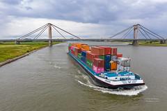 Crigee (Peet de Rouw) Tags: cigree containerbarge binnenvaart waal rijnvaart benedenleeuwen prinswillemalexanderbrug brug dronephotography drone maritimedrone
