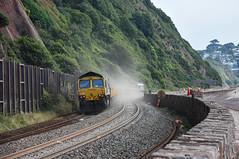 Dusty (Teignstu) Tags: teignmouth devon seawall railway freightliner class66 66562 66618 dust