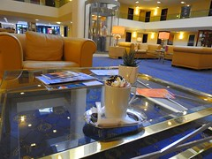 Kakao in der Lobby (Sophia-Fatima) Tags: maritimhotel fulda hessen deutschland lobby kakao