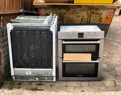 Appliances.  Uxbridge.                           #oven #cooker #dishwasher #skip #wastenotwantnot #waste #recycling #westlondon (tsummers471) Tags: oven cooker dishwasher skip wastenotwantnot waste recycling westlondon