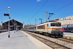 Plaquée au départ de la cité Phocéenne (elise_vdbrc) Tags: locomotive railway chemindefer bouchesdurhône france paca bordeaux intercités bb7200 sncf train marseillesaintcharles marseille