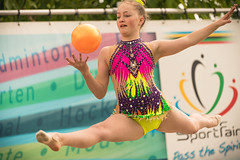 Flying rhythmic gymnastics girl. (Alex-de-Haas) Tags: 70200mm d5 dutch dutchies europa europe haarlemmermeer holland hoofddorp majorobstaclerun majorobstaclerunfamilyedition nederland nederlands netherlands nikkor nikkor70200mm nikon nikond5 noordholland ocr sportfair toolenburgerplas bootcamp candid child children dirt dirty endurance evenement event familie family fit fitdutchies fitness fun hardlopen kid kids kind kinderen mensen modder mud obstacle obstaclecourserace obstaclecourserun obstacleracing obstaclerun obstakel people race racing recreatie recreation run runner runners running sport sportief sportiviteit sporty summer team teamspirit teamgeest vies zomer