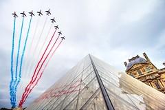 39/52 - National Day (m4mboo) Tags: 14juillet 52 52project alphajet avion blanc bleu ciel fêtenationale france louvre musée museum paris patrouille patrouilledefrance plane pyramid pyramide rouge sky