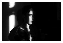 eye catching (freephysique) Tags: portrait noir blanc monochrome oeil regard contraste lumière fente lumineuse beau black white eye look contrast light crack bright handsome porträt schwarz weis monochrom auge blick kontrast licht riss hell gut aussehend 肖像黑白色单色眼睛看对比光裂纹明亮英俊 retrato negro blanco monocromo ojo mirar luz grieta brillante guapo портрет чёрный белый монохромный глаз смотреть контраст светлый трещина яркий красивый