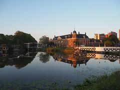 Muntgebouw Utrecht (Pjotr030) Tags: utrecht sunset zonsondergang water