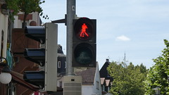 Die Elvis Presley Ampel / The Elvis Presley Traffic Light (Ampelfreund アンペルフレンド) Tags: ampel verkehrsampel 信号機 verkehr signal geber signalgeber traffic light lights strase road pedestrian fusgänger ampelfreund elvis presley friedberg hessen germany deutschland avt stoye futurled swarco mondial