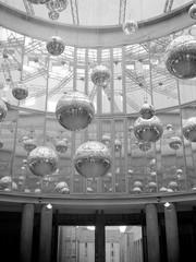 Shiny Spheres (ucn) Tags: frankfurtammain zeissikondonata2277u tessar135cmf45 fomafomapan200 rodinal 9x12 schirn