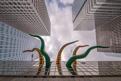 La Défense (pictopix) Tags: 14juillet ladéfense paris architecture parvis défilé aérien avions juillet quartier parade show meeting planes tentacule octopus pieuvre ventouses pattes immeuble building
