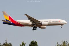 Asiana Airlines B777-28EER HL8284 (José M. Deza) Tags: 20190713 asianaairlines bcn elprat hl8284 lebl planespotting spotter aircraft b77728eer