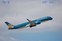 Airbus A350 Vietnam Airlines (Starkillerspotter) Tags: vietnam airlines green leaf a350 airbus paris cdg airport takeoff noon sky clouds summer vacations
