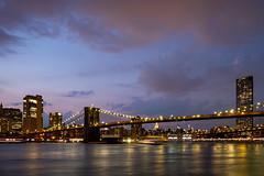 Le pont de Brooklyn de nuit (Nathalie Falq) Tags: brooklyn eastriver nyc newyork architecture eau formatpaysage heurebleue nuit paysage paysageurbain pont rivière fujifilmxt2 xf1855mmf284rlmois fujifilm