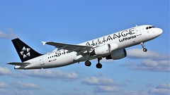 D-AIZH (AnDyMHoLdEn) Tags: lufthansa lufthansagroup a320 staralliance egcc airport manchester manchesterairport 23l