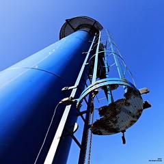 Bleu comme le ciel (Un jour en France) Tags: bleu échelle ciel sky canoneos6dmarkii canonef1635mmf28liiusm carré