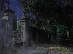 Tor zum Friedhof (Crowdie) Tags: italien italy friedhof graveyard gruselig creepy angst fear geist ghost