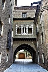 Arco del Dean. Zaragoza (jesus.de.leon1) Tags: arcodeldean zaragoza españa arco aragon