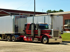 down at the factory (The WI Diesel Ranch) Tags: peterbilt greatdane dryvan