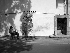 Vehicle service shop - Samyang 21mm 1.4 (thomas.pirolt) Tags: samyang 21mm 14 21 india streetphotography street streetlife sony a6000 sonya6000 people candid moment theindiatree vrindavan blackandwhite bw monocrome mono