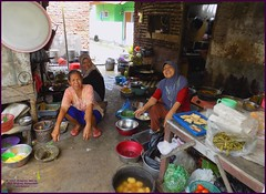 Cirebon Warung Kitchen 20190328_103607 DSCN4224 (CanadaGood) Tags: people color colour indonesia person java asia seasia westjava indonesian asean cirebon javanese 2019 canadagood thisdecade food kitchen