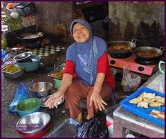 Cirebon Warung Cook 20190328_103615 DSCN4225 (CanadaGood) Tags: people color colour indonesia person java asia seasia westjava indonesian asean cirebon javanese 2019 canadagood thisdecade food kitchen