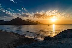.... And dawns .... on the beach of Genoveses...., Y amanece....en la playa de Genoveces (Joerg Kaftan) Tags: arena mar sol nubes cielo playa amanecer paisaje genoveses cabodegata almeria vavaciones canon eos7markii sigma bienestar tranquilidad madrugar sand sea sun clouds sky beach dawn landscape genoese vacations wellbeing tranquility earlyriser
