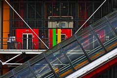 Musée Georges Pompidou (Edgard.V) Tags: paris parigi musée museo museum beaubourg renzo piano architecture arquiteturaart arte moderne modern modernaascenseur elevador lift ascensore passerelle passarella passarela