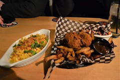 Fried Chick'n and Mac & Cheese (Vegan) (Vegan Butterfly) Tags: vegetarian vegan food yummy tasty delicious buckingham bar edmonton buffalo chicken chickn mac macaroni cheese pasta dairyfree soy meat meatless fried seitan fries gravy