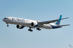 Kuwait Airways - Boeing 777-369(ER) / 9K-AOH @ Manila (Miguel Cenon) Tags: kuwaitairways ku kuwait ku777 kuwaitb777 kuwaitb77w ku77w 9kaoh rpll airplane airplanespotting appgroup apegroup airport philippines planespotting ppsg manila naia nikon d3300 boeing boeing777 boeing77w b777 b77w ge90 wings wing window widebody widebodyjet wheel wide aircraft sky