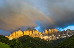 Regenbogen über den Geislerspitzen (jürgenmilnik) Tags: italien italia dolomiten dolomiti geislergruppe geislerspitzen villnöstal landschaft landscape nikon nikond7200 sigma24105