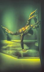 Statue au Tri postal - Lille (Chocolatine photos) Tags: statue tripostal vert jaune lille expo photo photographesamateursdumonde makemesmile nikon flickr coloré lumière