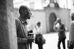 In front of the cathedral (Black&Light Streetphotographie) Tags: mono monochrome menschen menschenbilder leute lichtundschatten lightandshadows people personen portrait urban tiefenschärfe wow dof depthoffield fullframe vollformat sony streetshots streets streetshooting streetportrait street schwarzweis streetphotographie sonya7rii bw blackandwhite blackwhite bokeh bokehlicious blur blurring