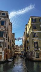 Vicino al Quartiere Ebraico (Cornelia.Campidelli) Tags: venezia città water sky reflection riflessi houses colors case colori italy giornatadisole sunlight daylight
