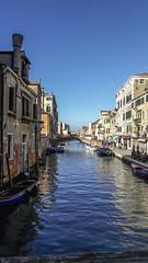 Una città sull'acqua (Cornelia.Campidelli) Tags: venezia città water sky reflection riflessi houses colors case colori italy giornatadisole sunlight daylight