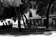 ...plaza de las Comendadoras... (Quintín Noriega) Tags: madrid 50mm fujifilm fujifilmxe2