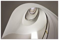 Spirale | spiral (frodul) Tags: architektur gebäude geländer gestaltung innenansicht konstruktion kreis kurve rotunde rund staircase stairrail stairway treppenhaus treppe berlin