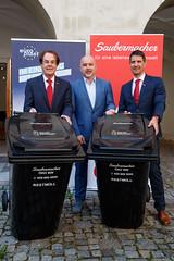 Echte Kreislaufwirtschaft: 100% Recyclingtonnen (Saubermacher Dienstleistungs AG) Tags: rot