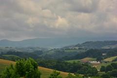 Paysage du Pays Basque (Olivier Simard Photographie) Tags: paysbasque paysage collines vallon maison orage arbre labastideclairence pyrénéesatlantiques plusbeauxvillagesdefrance laran bastide ferme métairie pâturage ciel nuages