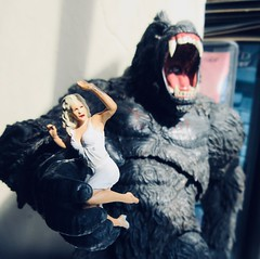 King Kong on Rampage with Fay Wray type 5420 (Brechtbug) Tags: king kong gorilla mezco toy monster portrait plastic walking spitting sparks creature rko empire state building new york city july 07142019 nyc 2019 shelf toys action figure wild shadow shadows gorillas fay wray type heroine