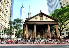 St. Paul's Chapel on Parade Day (Neil Noland) Tags: uswnt lowermanhattan parade manhattan newyorkcity nyc bigapple newyork