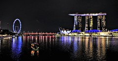 #Marina Bay 3.. Lumix DMC FZ1000. (Robert.Pittman) Tags: lumixdmcfz1000 esplanadejetty jubileebridge merlion merlionpark lioncity marinabaysands nightimage skyline hotel moshesafdie gardensbythebay marinareservoir boat ferriswheel observationwheel skywheel singaporeflyer bayfrontsubzone downtowncore singapore asia