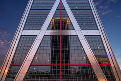 A - RQUITECTUR - A (ricardocarmonafdez) Tags: arquitectura architecture geometría geometry lineas lines reflejos reflections simetría symmetry color nikon d850 24120f4gvr composition sunset atardecer