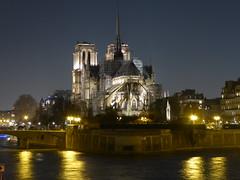 I'Ile de la Cité (m_artijn) Tags: notre dame ile cité night light dark seine split sky reflection