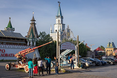 Izmailovo Kremlin, Moscow. (Oleg.A) Tags: park summer art building russia city street people town style outdoor architecture tourists izmailovskypark izmailovskykremlin moscow