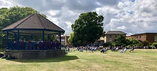 Hythe Bandstand - The band and growing audience