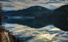 Nuvole (giannipiras555) Tags: lago nuvole acqua colline natura nebbia foschia inverno neve riflessi landscape panorama paesaggio alberi trentino nikon