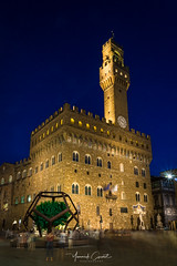 Palazzo Vecchio (Yayawol) Tags: italie italia italy italien toscane toscana tuscany toskana florence firenze florenz place piazza platz piazzadellasignoria placedelaseigneurie palazzo palais palace palast palazzovecchio heurebleue bluehour blauestunde orablu poselongue longexposure langzeitbelichtung