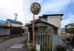 注意 (m-louis) Tags: 6713mm j5 nikon1 alley house japan kaizuka mirror osaka weed 大阪 家 日本 蔵 貝塚 路地 鏡 陋巷 隘路