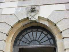 St Lawrence's Church, Bourton-on-the-Water, Gloucestershire (LookaroundAnne) Tags: gwuk arch fanlight door doorway entrance tower skullandcrossbones skullcrossbones keystone stone sculpture carving detail gloucestershire bourtononthewater cotswolds