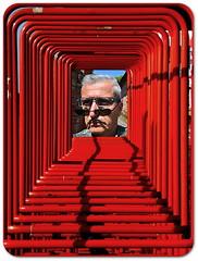Con Centrique (Jean-Luc Léopoldi) Tags: chariots metal rouge encadrement autoportrait lunettes ombres moustache soleil